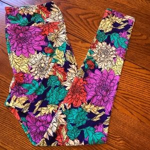 Tall & Curvy (TC) Floral LuLaRoe Leggings.